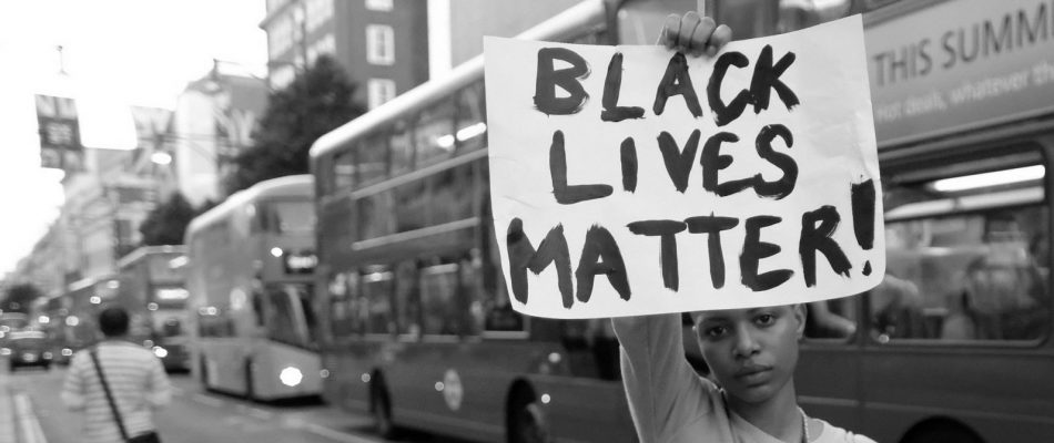 "Foto 'A Protester with London's ""Black Lives Matter"" March in Oxford Street – 8 July 2016' door Alisdare Hickson, CC BY-NC 2.0"